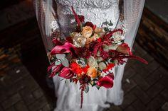 Buquê de noiva por Odeon Decorações. Christmas Wreaths, Holiday Decor, Bouquet Wedding, Engagement