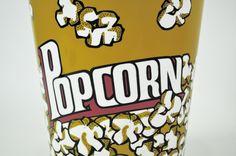Cine y palomitas son casi hermanos. Y si hablamos de cine en casa... El bol de palomitas gigante es imprescindible. Por eso es un superventas...  http://www.cosasderegalo.com/products/bol-palomitas-jumbo-polypropileno-balvi