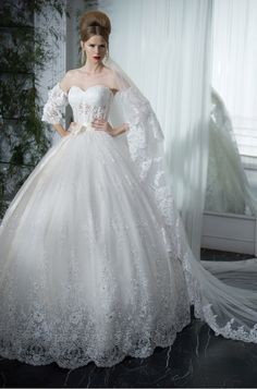 Gorgeous wedding dresses, dream of every bride luxurious and charming wedding dresses is work on Israeli designer Galit Robinik 2013. With a bit of that old Southern Belle charm Gonna cry over this dress yep
