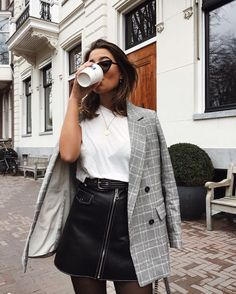 Cute Fall outfit inspiration: blazer and leather skirt edition Formal Trousers Women, Women's White Trousers, Mode Outfits, Fashion Outfits, Fashion 2017, Womens Fashion, Blazer Fashion, Fashion Clothes, Fashion Tips