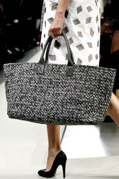Bottega Veneta love this bag! LV Pochette Latest and trending LV Pochette. - LV Pochette - Latest and trending LV Pochette. - Bottega Veneta love this bag! LV Pochette Latest and trending LV Pochette. Bottega Veneta love this bag! Lv Pochette, Diy Sac, Straw Handbags, Women's Handbags, Crochet Handbags, Crochet Bags, Free Crochet, Fabric Bags, Big Bags