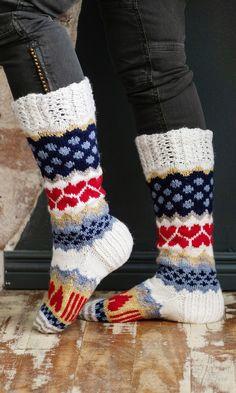 Sarah-sullavikat | Meillä kotona Fair Isle Knitting, Knitting Socks, Wool Socks, Leg Warmers, Textile Art, Handicraft, Mittens, Knit Crochet, Shoe Boots