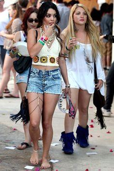Vanessa Hudgens'in festival sizi hem farklı hem de festival havasına yakışır gözüküyor. #vanessa #hudgens #festival #style