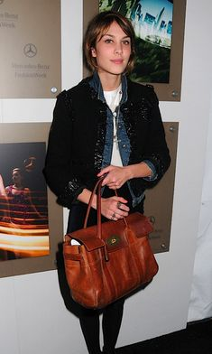 3295878eeb6c Like the look of this oak Mulberry bayswater bag. Alexa Chung knows how to  carry