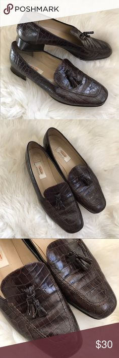 "Talbots Brown Crocodile Embossed Leather Loafers In great condition, minor wear along sides and inside/bottom soles, but still lots of life left! Beautiful crocodile Embossed leather with a small tassel detail at the top, slip on styling. 1"" heel height. ❌NO TRADES OR PAYPAL❌ Talbots Shoes Flats & Loafers"