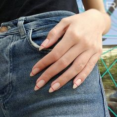 Semi-permanent varnish, false nails, patches: which manicure to choose? - My Nails Pretty Gel Nails, Cute Acrylic Nails, Cute Nails, Glitter Nails, Hair And Nails, My Nails, Long Nails, Light Pink Nails, Gel Nagel Design