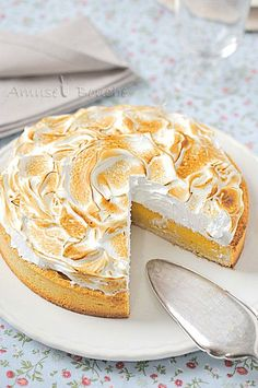 The Big Diabetes Lie- Recipes-Diet - tarte au citron meringue - Doctors at the International Council for Truth in Medicine are revealing the truth about diabetes that has been suppressed for over 21 years. Sweet Recipes, Cake Recipes, Dessert Recipes, Doce Banana, Sweet Pie, Cooking Chef, Lemon Desserts, French Pastries, Pavlova