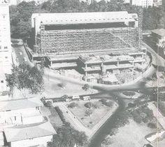 Registro da construção do MASP em 1966.