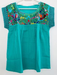 embroidered turquoise mexican blouse made in oaxaca/ mexican embroidered ethnic blouse / boho hippie folk tunic / blusa mexicana bordada de ChiapasbyJUBEL en Etsy