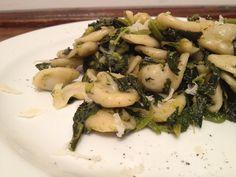 orecchiette fresche con cime di rapa piccantine e scaglie di pecorino canestrato dop - italian food, love italy