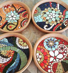 Solange piffer Mosaicos - SP-Brasil bright colors in glass Mosaic Birdbath, Mosaic Tray, Mosaic Garden Art, Mosaic Tile Art, Mosaic Pots, Mosaic Birds, Mosaic Artwork, Mosaic Flower Pots, Mosaic Mirrors