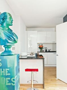 """Un busto de Shakespeare """"grafiteado"""" en la cocina :-D"""