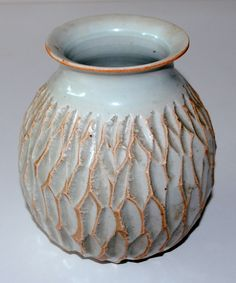 Bodil Manz, vase in porcelain, own studio Denmark. H: 17 cm.