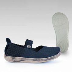Elast -05  A modernistic take on the Moka Classics incorporating our tried and tested Original Ladylight sole unit with all the cushioning, flexibility and light fit benefits of the low density patented sole technology.