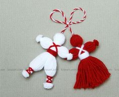 jpg Martenitsa, or Pijo and Penda, a Bulgarian tradition, celebrating the spring arrival.How do Pizho Penda?Don't Forget the Classics – Pizho and Penda; Little hanging yarn dolls Pinner wrote, my grandma actually used these as tassels on my baby Kids Crafts, Diy Home Crafts, Holiday Crafts, Christmas Crafts, Christmas Ornaments, Christmas Tree, Pom Pom Crafts, Yarn Crafts, Operation Christmas Child