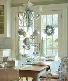 Overhead Opulence | Capture the magic and brilliance of a classic holiday with simple inspiration and doable decorating tips.