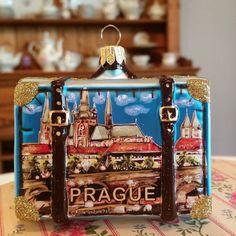 Traveled to #prague many years ago and loved it!  #glassornaments#instachristmas #christmastree#instatravel #vacation #czechrepublic ##worldtraveler #travel #vintagetreasures