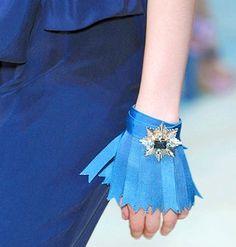 hmmm since when did hands wear skirts?