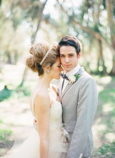 I adore this sweet wedding hair style. Southern California Wedding | fine art film photography by Ashley Kelemen