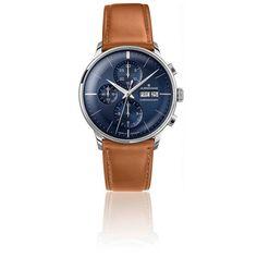 Superbe chronographe de la marque Junghans au design très élégant avec son bracelet en cuir marron, son boîtier en acier et son cadran bleu nuit.