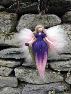 Deko-Objekte - Violetta, Fee, Märchenwolle, Waldorf, Wolle - ein Designerstück von filzweiber bei DaWanda