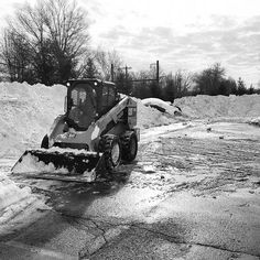 Winter Storm Jonas. #caterpillar #cat #skidsteer #246 #246d #ransome #lansdale #lansdalepa #blizzard #snow #snowstorm #snowremoval #snowplow #gilesandransome #aretherimsbig #doitridegood #construction #contracting #subcontractor #doinit #blizzard2016 #30inchesofsnow by rowan_kurtz