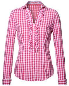 LODENFREY    Modische Damen-Bluse von LODENFREY in Pink-Weiß. Die Bluse in Karo-Dessin ist figurnah geschnitten und sorgt mit einer schmalen Rüschenspur an der Front und am Dekolleté entlang für einer besonders feminine Note. Die Bluse ist aus reiner Baumwolle gefertigt und eignet sich sowohl als Trachtenbluse, als auch als Bluse für den Alltag.