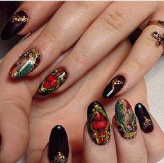 La Virgen de Guadalupe Nails