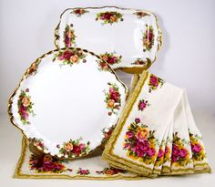 Vintage Royal Albert Old Country Roses Cake Plate, Sandwich Tray & 6 Napkins