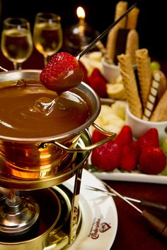 Receita de Fondue de doce de leite do restaurante paulistano Era uma vez um chalezinho. Confira e se delicie no frio.