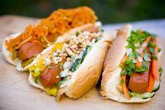 1. Hotdog z sałatka marchwi i selera  2. Hotdog z musztardą angielska, swieżą cebulka, ogorkiem, pietruszka i orzechami  3. Hotdog ze świeżą marchewką, ogorkiem, poietruszka i sosem sojowo-majonezowo-sezamowo