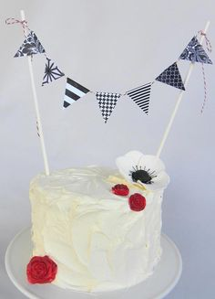Great way to dress up a simple white cake.