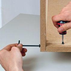 Comment réaliser un assemblage à vis en L ? Diy Furniture Hacks, Scroll Saw Patterns, Machine Tools, Wood Working For Beginners, Dremel, Woodworking Crafts, Interior Design Living Room, Diy Projects, How To Make