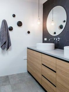 muuto dots in bathroom Bathroom Renos, Bathroom Interior, Small Bathroom, Master Bathroom, Bad Inspiration, Bathroom Inspiration, Interior Design Requirements, Guest Toilet, Scandinavian Bathroom