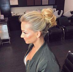 Anna Heinrich Anna Heinrich, Hair Makeup, Hair Color, Hair Beauty, Hoop Earrings, Hair Styles, Womens Fashion, Pretty, Colour