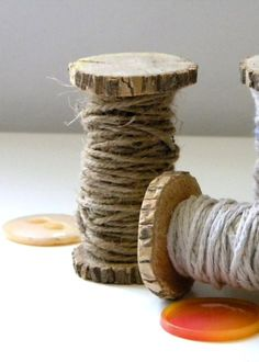 I could make baby stools out of this idea! Attach two large circumference wooden cookies onto a steel thick pole, then wrap it with thick rope so it resembles a spool of thread! Spool Crafts, Diy Crafts, Recycled Crafts, Do It Yourself Design, Wood Spool, Woodworking Saws, Thread Spools, Wood Slices, Primitive Crafts