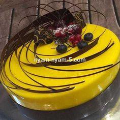 38 Ideas For Chocolate Cake Decoration Crazy Glaze For Cake, Mirror Glaze Cake, Mirror Cakes, Crazy Cakes, Fancy Cakes, Glow Cake, Deco Fruit, Patisserie Fine, Peanut Butter Oatmeal Bars