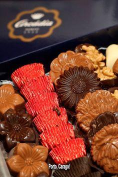 Neste Natal, oferece um pouco da alma do Porto a quem mais gostas! Almond, Cookies, Desserts, Food, Porto, Xmas, Crack Crackers, Tailgate Desserts, Deserts