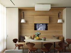 banc de cuisine en bois à lamelles assorties au lambris mural horizontal contemporain