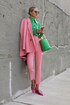 Blair Eadie wearing pink spring suiting by Ganni, green top by A.E, and green bucket bag by Simon Miller // Click through to Atlantic-Pacific for Blair's colorful spring suiting guide and lots of other spring suiting ideas Fashion Mode, Nyc Fashion, Fashion Week, Street Fashion, Girl Fashion, Fashion Looks, Fashion Outfits, Womens Fashion, Fashion Trends