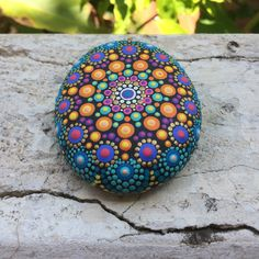 "Liona Hotta en Instagram: ""#stonemandala #stonepainting #stoneart #mandala #meditation #relaxed #color #colormandala #coloredstones #seastone #enjoyingeverymoment…"""