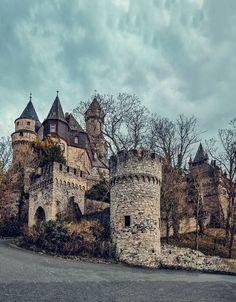Beautiful Castles, Beautiful Places, Fantasy Castle, Fairytale Castle, Places To See, Hidden Places, Architecture Wallpaper, Famous Places, Medieval Castle