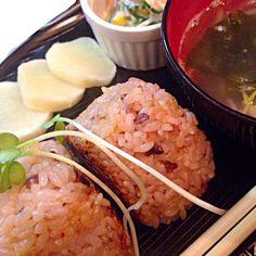 今日の朝ごはんです(=゚ω゚)ノ 今日は東京雪が降るみたいです(=゚ω゚)ノ❤さぶ(°_°) - 37件のもぐもぐ - 朝の焼きおにぎり膳 by mms26mr