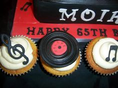 Record and music notes cupcakes Music Birthday Cakes, Diy Birthday Cake, Birthday Box, Dj Cake, Cupcake Cakes, Cup Cakes, Cake Pop, 65th Birthday Party Ideas, Birthday Parties