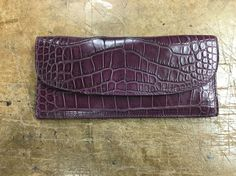 Lady's wallet matte alligator