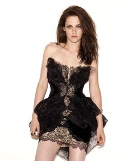 Image discovered by Find images and videos about selena gomez, kristen stewart and twilight on We Heart It - the app to get lost in what you love. Kristen Stewart Pictures, Kristen Stewart Movies, Olivia Wilde, Zooey Deschanel, Mila Kunis, Selena Gomez Images, Sils Maria, Kirsten Stewart, Glamour Uk