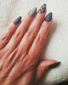 Nails Grey nails Gel nails Nail ideas