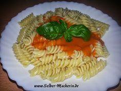 Selber-Macherin: Nudeln mit cremiger Tomatensoße, super einfach, schnell gemacht und extrem lecker!  Hallo ihr!  Hier mal wieder eines der Rezepte die super schnell gekocht sind und trotzdem sehr lecker sind!!! Besonders Kinder lieben dieses Gericht! Was kocht ihr wenn es schnell gehen muss? Wenn euch dieses Rezept gefällt dürft ihr es gerne weiter pinnen!  #Nudeln #Tomatensoße #Tomaten #selbermachen #Rezept #DiY #kochen #Pasta