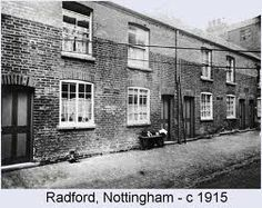 Victorian cottages in Radford Nottingham 1915 Victorian Homes Exterior, Victorian Front Doors, Edwardian House, Victorian Cottage, Uk Photos, Slums, Nottingham, Historic Homes, Old Pictures
