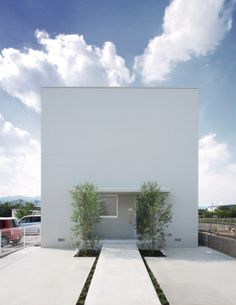 i love the framing and the picture, its the ordinary house by FORM/Kouichi Kimura Architects